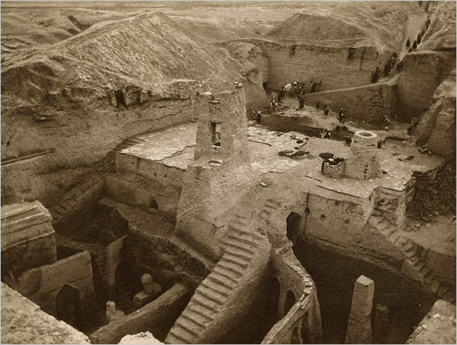 Image illustrating early twentieth century excavation of the site of Nippur in central Iraq